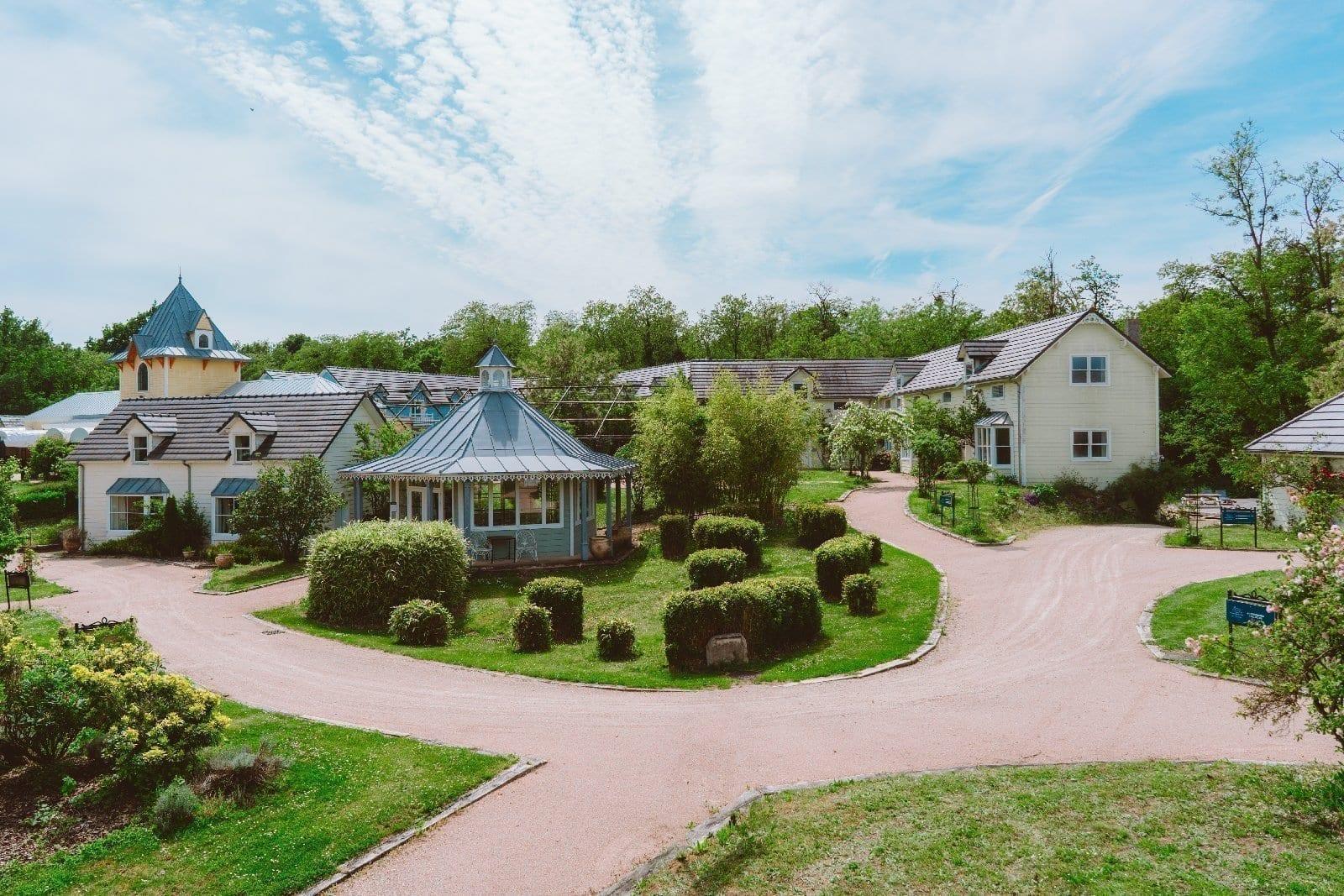 Vue en hauteur du village de cottages