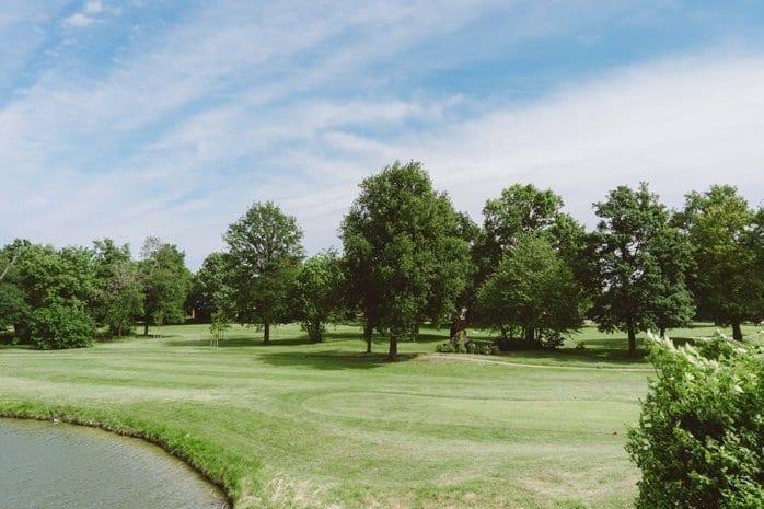 Vue sur le golf verdoyant