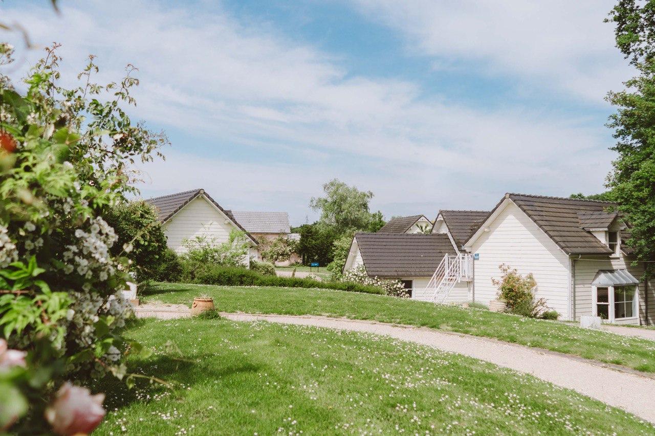 Vue sur le village de cottage de l'Etiolles Country Club